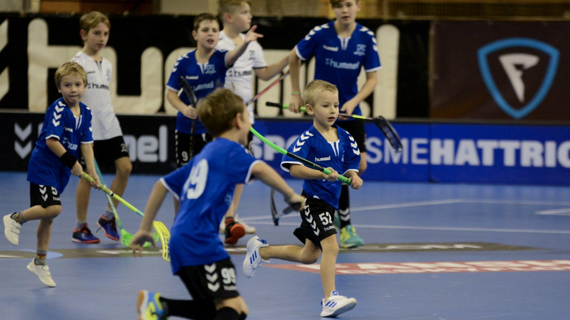 Vzhůru za věhlasnou trofejí! Mládež míří na Prague Floorball Cup
